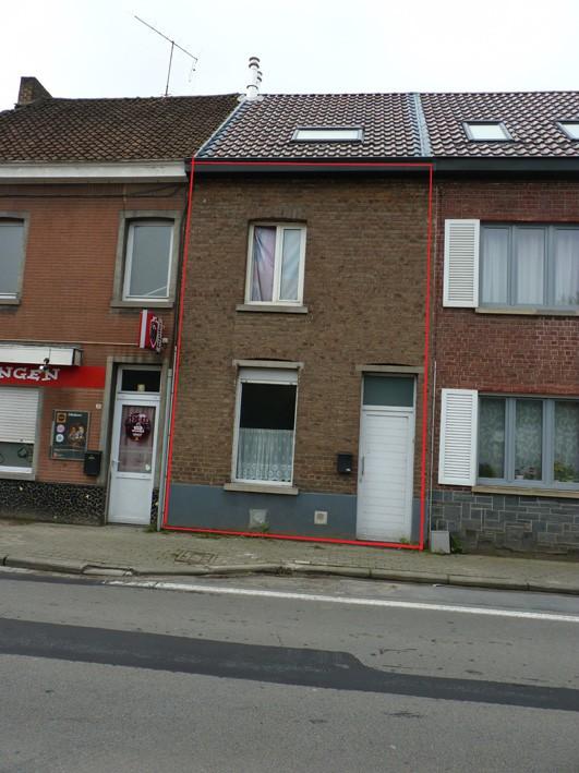 Une maison d 39 habitation avec cour nvn - Une cour de maison ...