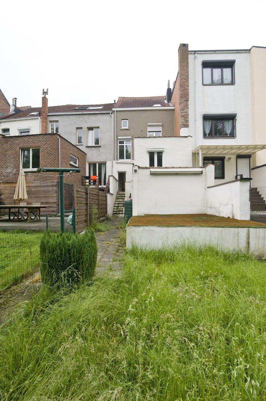 Maison d habitation avec cour et jardin nvn for Maison et jardin