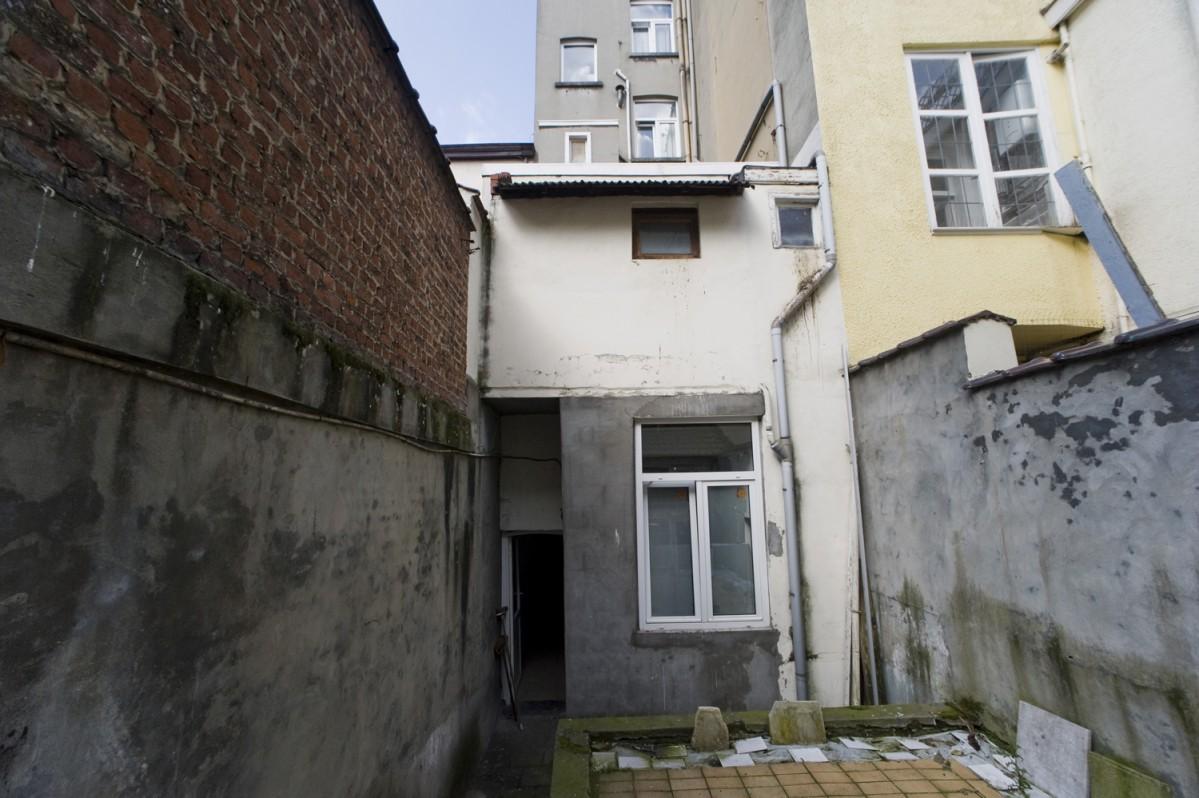 cacher vis a vis immeuble cacher vis a vis jardin comment amnager une cour comme un jardin les. Black Bedroom Furniture Sets. Home Design Ideas