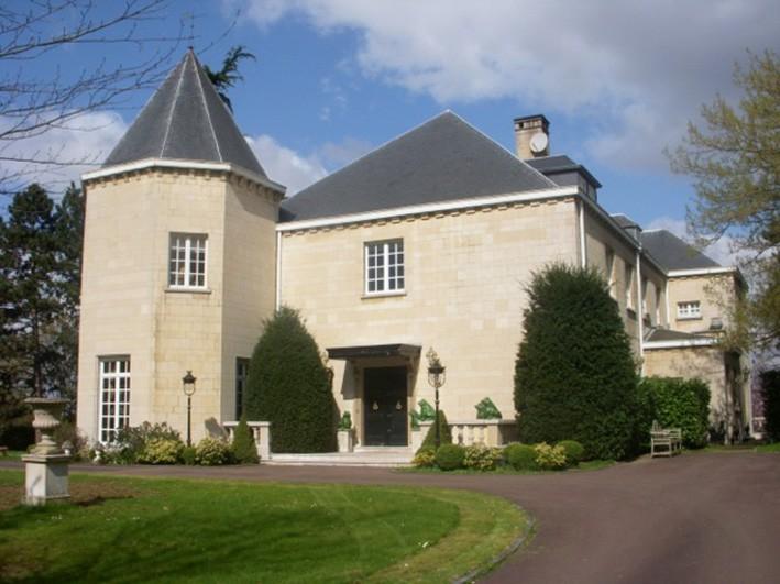 Connu Manoir avec terrain, jardin, garage et piscine couverte - NVN NU32
