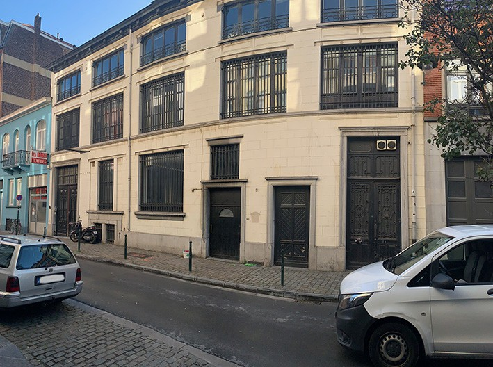 Immeuble de bureaux + 27 empl. de parking au ss.