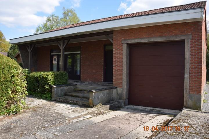 Maison Rustique, à Rénover, 4 Façades Avec Garage   NVN