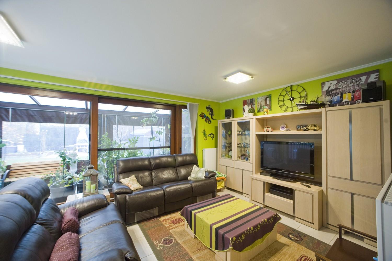 Belle maison moderne en parfait état