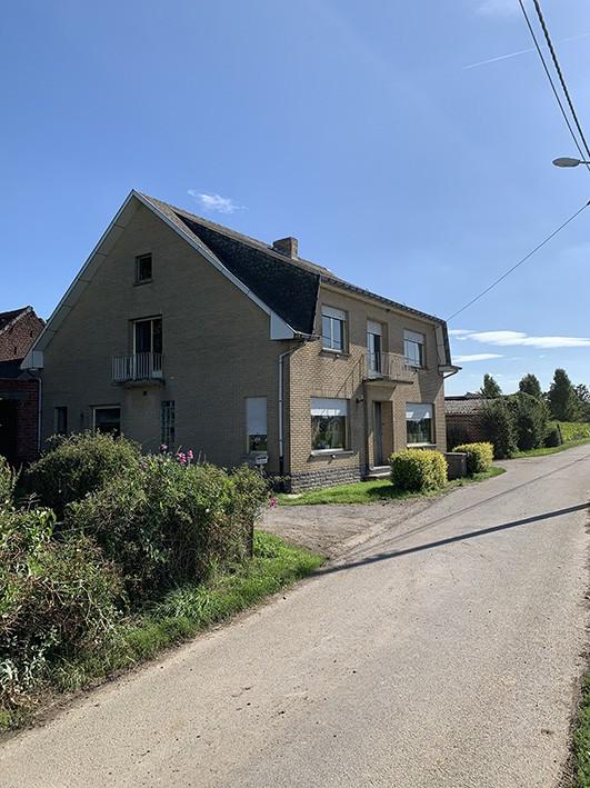 Een woonhuis (koop 1) + perceel grond (koop 2) + 2 percelen landbouwgrond (kopen 3 en 4) + perceel grond (koop 5)