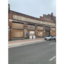 Lot 1 : Een industrieel gebouw in puin