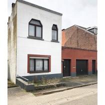 Maison d'habitation avec dépendances à rénover avec garage