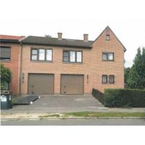 Belle maison (3 façades) avec jardin et garages
