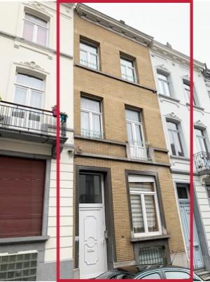 Une maison (Schaerbeek) / Une maison de commerce à 2 ét. (St-Josse-ten-Noode)