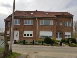 Deux maisons (3 façades) et une parcelle de terrain