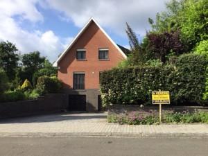 Charmante villa avec jardin et garages orientée plein Sud